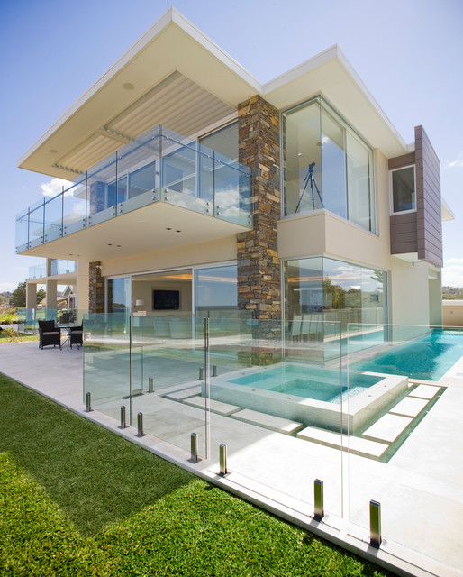 18 Magnificent Houses With Glass Facades