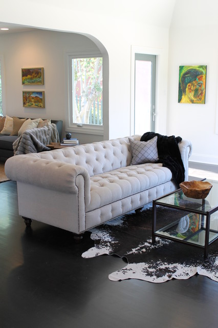15 Elegant Interior Designs with Tufted Sofa