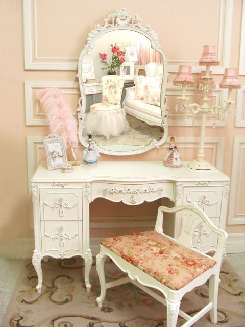 15 Delightful Vintage Make up Dresser Design Ideas