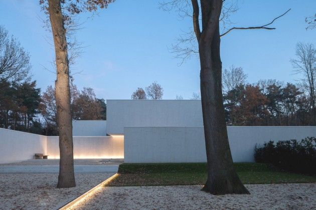 An Outstanding Modern DM Residence in Belgium by Cubyc Architects
