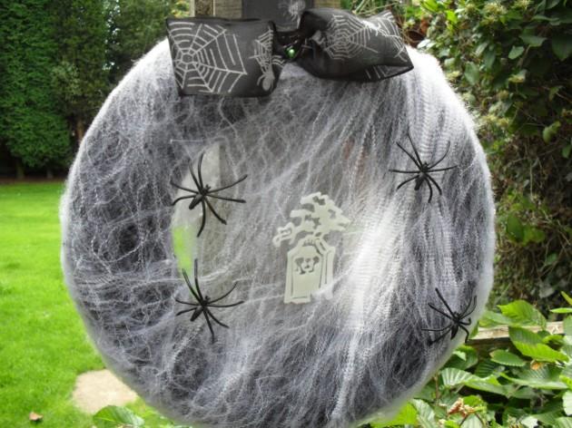 18 Spooky Handmade Halloween Wreath Designs For Your Front Door