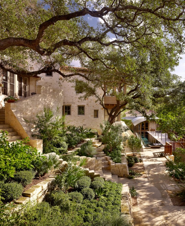 Mediterranean Style Courtyard: 15 Ideas For Your Garden From The Mediterranean Landscape