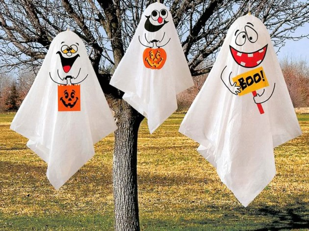 12 Last Minute & Super Scary DIY Outdoor Halloween Decorations