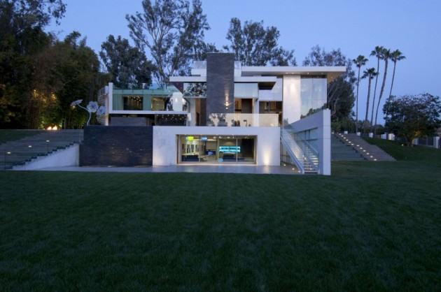 10 Superb Contemporary House Designs Surrounded by Picturesque Nature