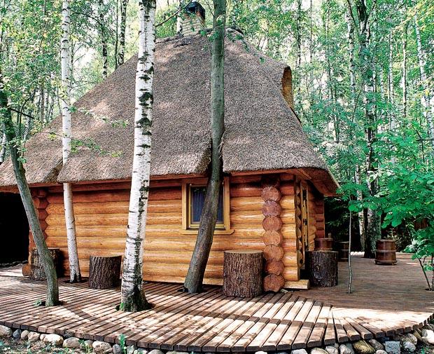 Fairytale Sauna Izbushka by Artecology