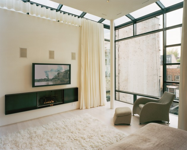 NYC Townhouse Renovation Defies Convention With Drama and Simplicity