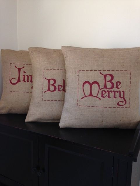 15 Festive Handmade Christmas Pillows For a Perfect Christmas Gift!