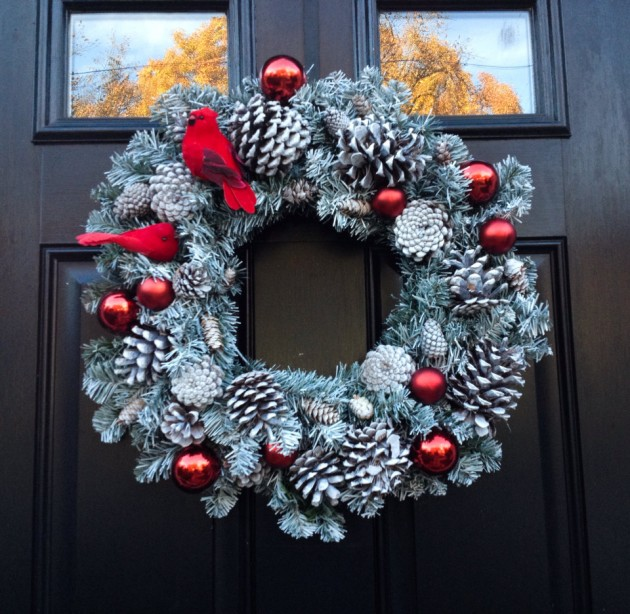15 Chilling Handmade Winter Wreath Designs For Your Front Door