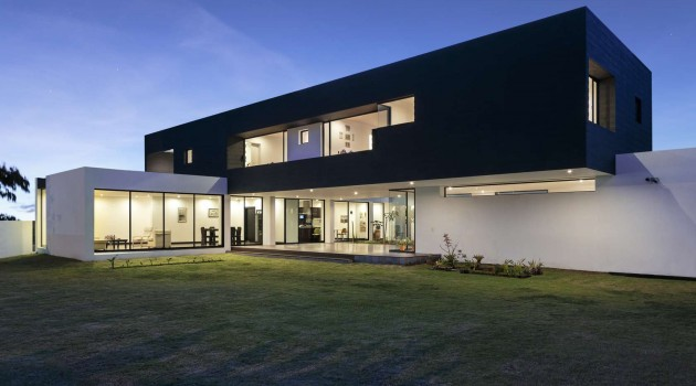 10 Fascinating Contemporary Houses That Abound With Elegance and Refinement