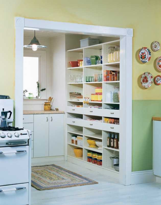 15 handy kitchen pantry designs with a lot of storage room for Country kitchen pantry ideas