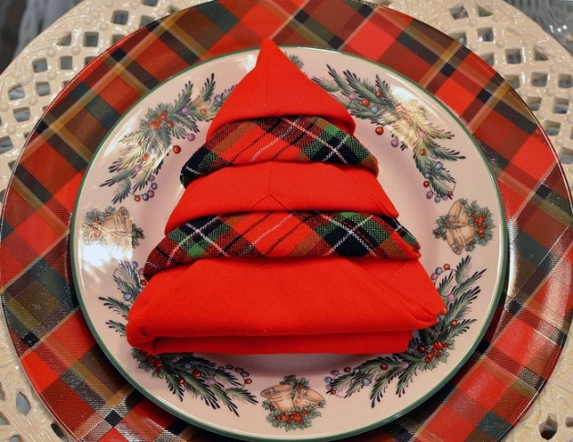 17 Fascinating DIY Christmas Napkin Holders To Add a Festive Touch To Your Table