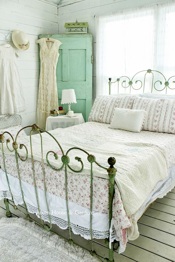 Top 27 Most Brilliant Vintage Items You Can Reuse As Vintage Home Decor