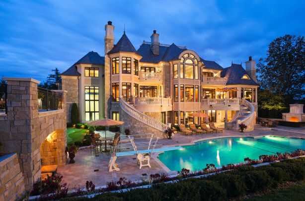 12 luxury dream homes that everyone will want to live inside for Huge pretty houses