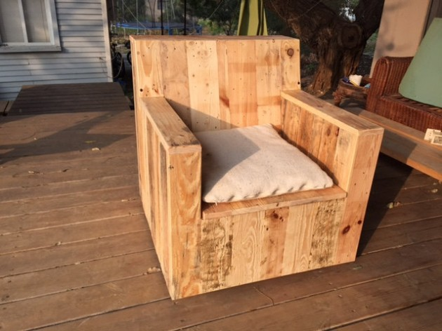 22 genius handmade pallet furniture designs that you can - Fauteuil de jardin en bois de palette ...