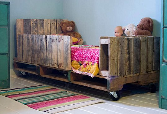 Top 28 Insanely Genius DIY Pallet Indoor Furniture Designs That Everyone Must See
