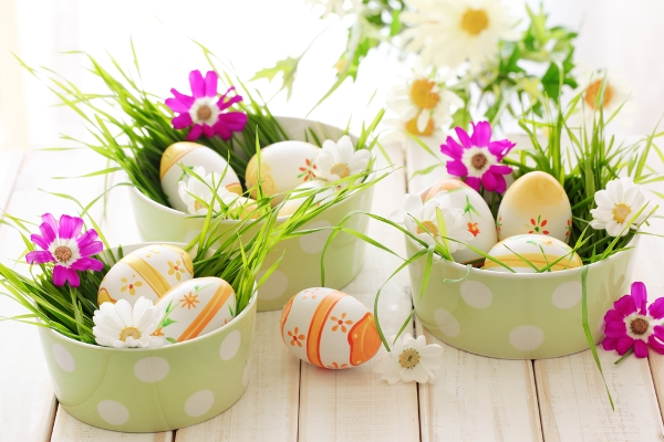 15 beautiful easter table decoration ideas for Idee per bar originali