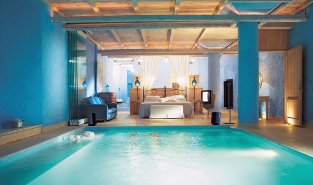 Beautiful Madness  10 Extraordinary Bedrooms Near The Swimming Pool