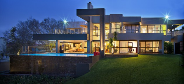 12 Extravagant Glass House Exteriors That Will Leave You Speechless