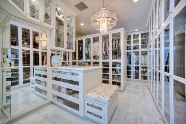 20 Extravagant Walk-In Closets That Will Amaze You