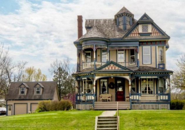 14 Extremely Impressive Victorian House Designs