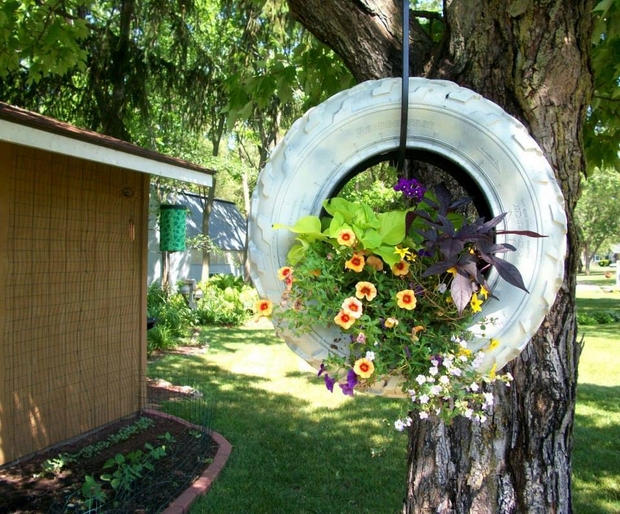 17 Inspirational Ideas How To Recycle Old Trash Into Beautiful Garden Decorations