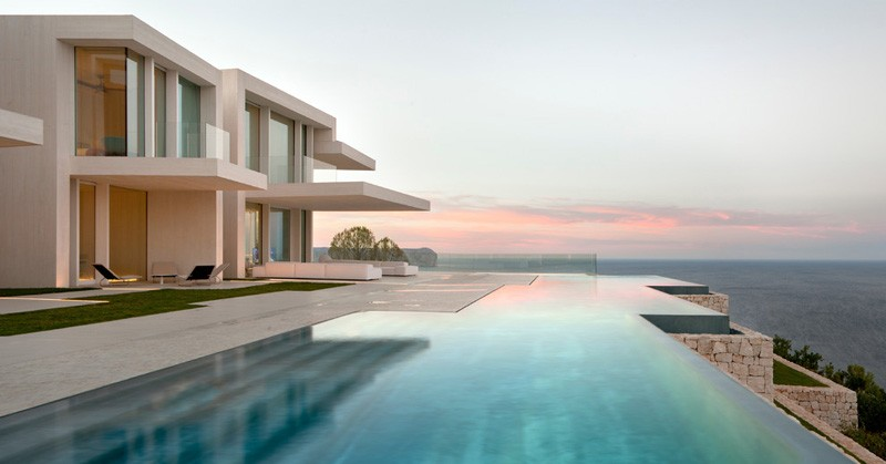 10 Divine Swimming Pool Designs With Astonishing View - Infinity-swimming-pool-designs
