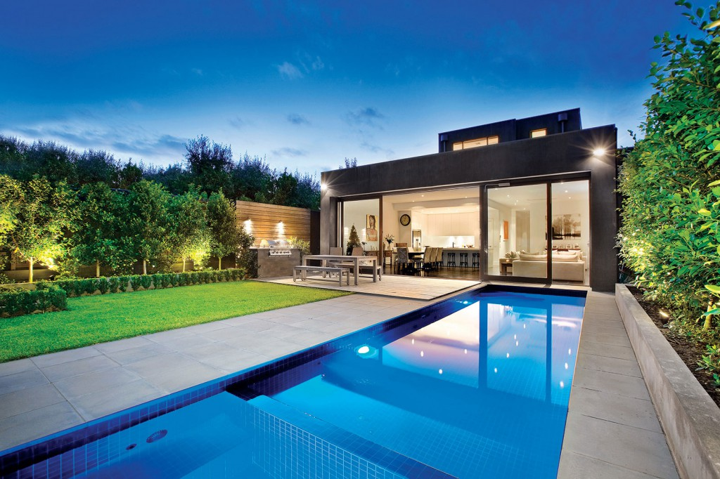 14 Astonishing Contemporary Exteriors With Amazing Swimming