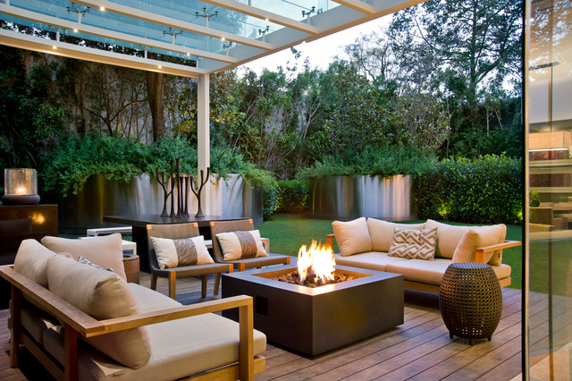 15 Wonderful Contemporary Patio Designs To Enjoy During