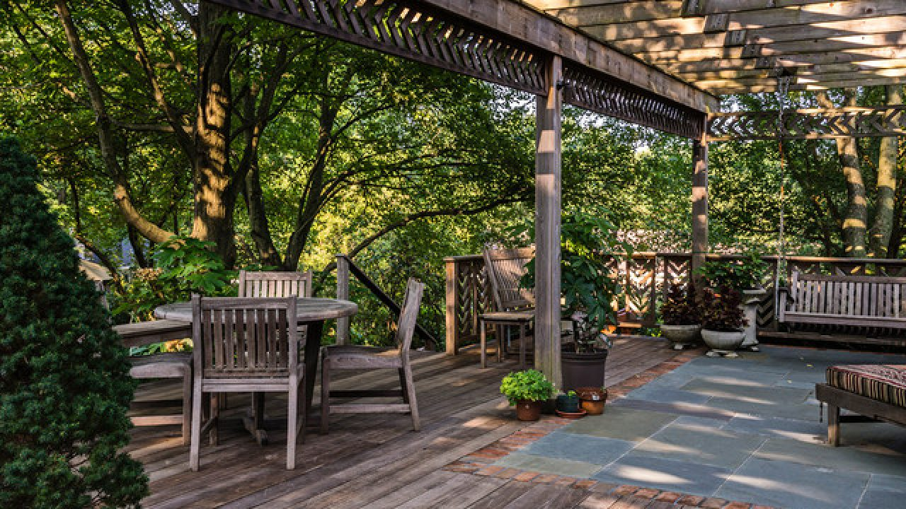 18 Startling Rustic Deck Designs To