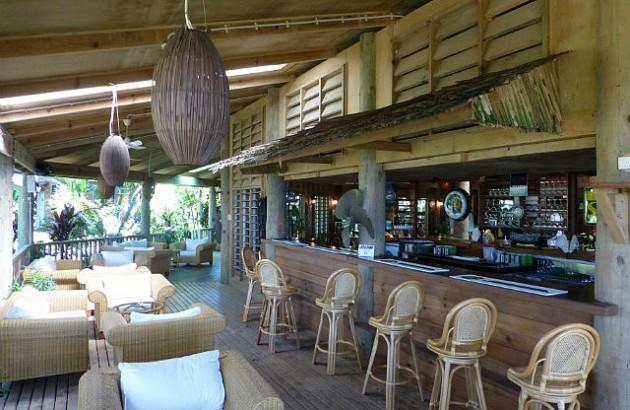 12 Fascinating Outdoor Bar Design Ideas