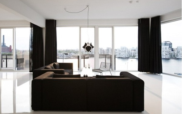 16 Stunning Interiors With Dramatic Dark Curtains