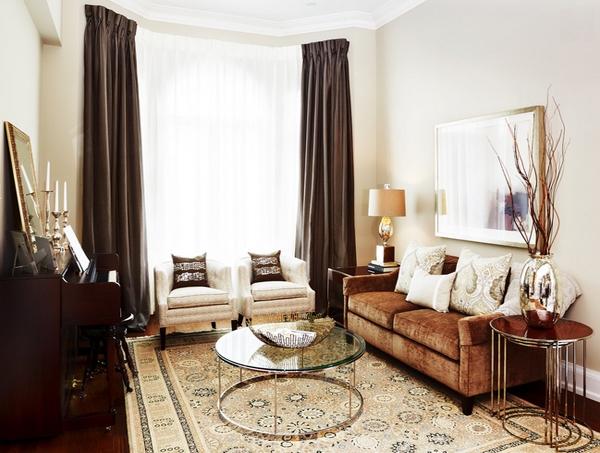 16 Stunning Interiors With Dramatic Dark Curtains
