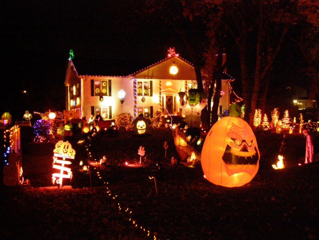 16 Astounding DIY Outdoor Halloween Decorations That You Must See
