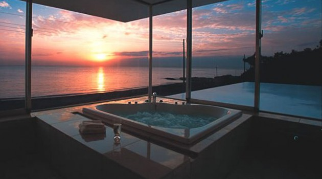 17 Fascinating Bathrooms With Astonishing Views