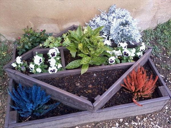 17 Fascinating DIY Pallet Planter Designs