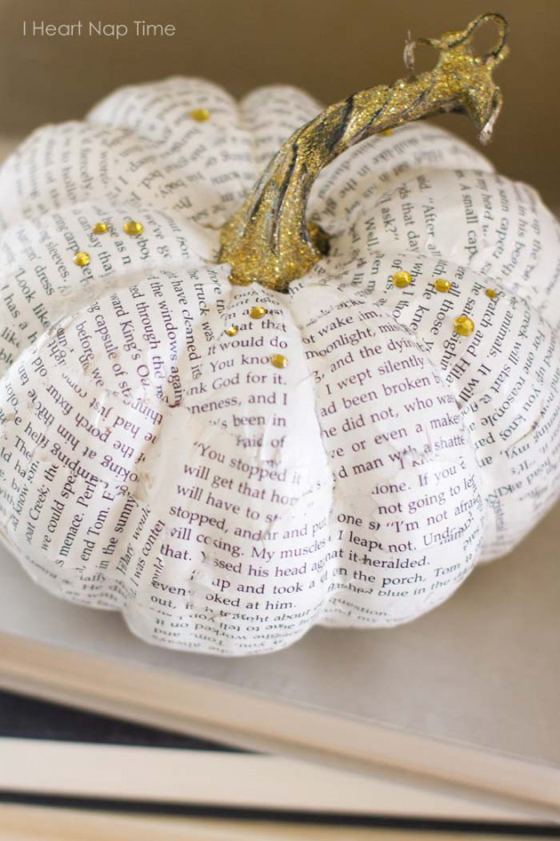 18 Smart & Easy Ways to Dress Up Your Pumpkins for Halloween