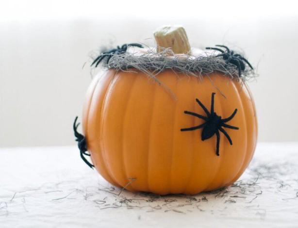 17 Easy-To-Make Interesting DIY Halloween Decorations