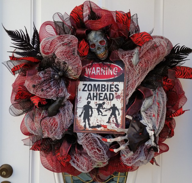 18 Frightening Handmade Halloween Wreath Designs To Decorate Your Entrance With