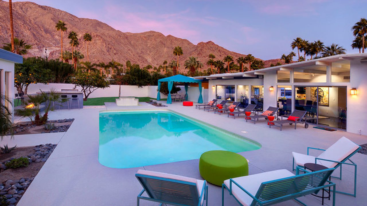 18 Outstanding Mid Century Modern Swimming Pool Designs That