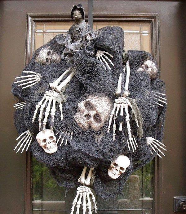 15 Really Spooky Halloween Wreath Designs To Adorn Your Front Door