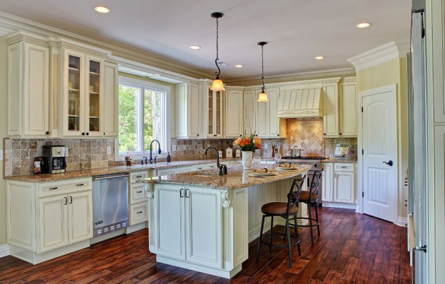 15 White Antique Kitchen Designs That Abound With Warmth & Charm