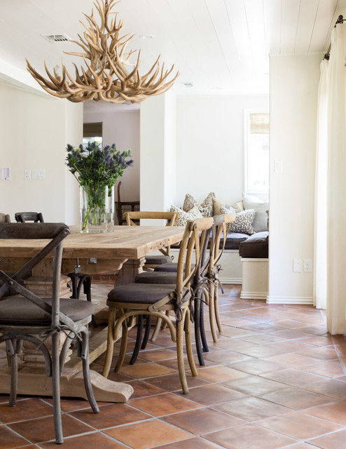 18 Antler Chandelier Designs That Will Attract Your Attention