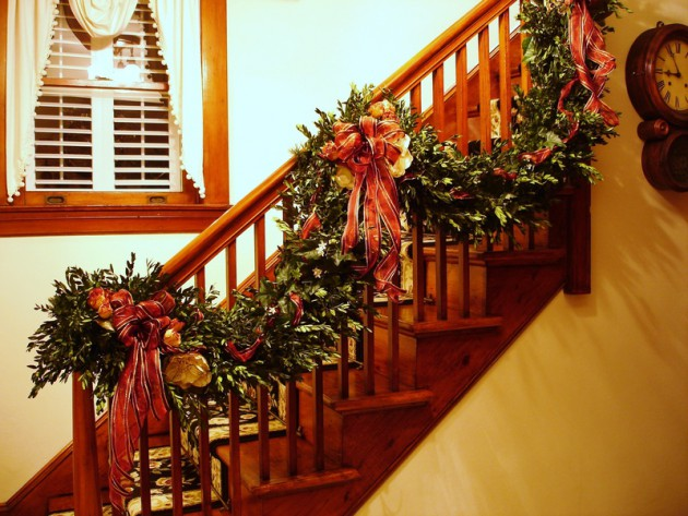 19 Majestic Staircase Decorations In The Spirit Of Christmas