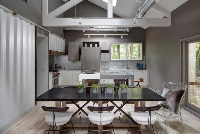 17 dazzling industrial dining room interior designs that for Dining room ideas industrial