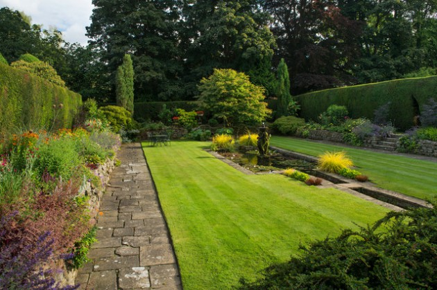 18 Mesmerizing Traditional Landscape Designs For A Fairy Tale Garden