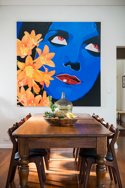 17 Marvelous Interiors With Oversized Wall Art Pieces