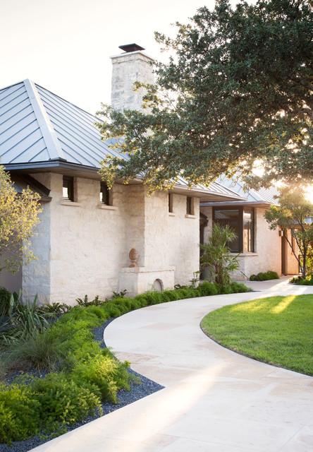 15 Wonderful Transitional Landscape Designs For A Heavenly Garden