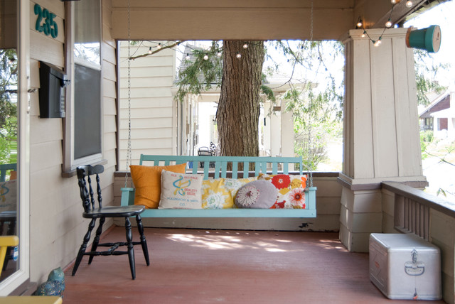 16 Appealing Shabby Chic Style Porch Designs That Can Replace Your Living Room