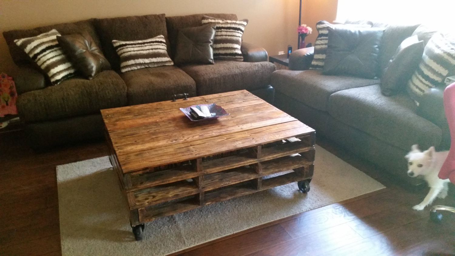16 genius handmade pallet wood furniture ideas you will for Custom made furniture