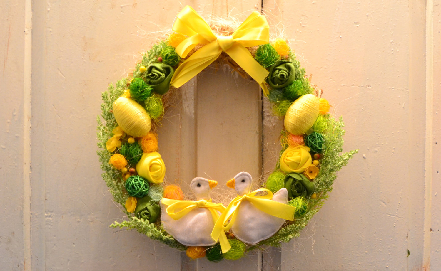 18 Cheerful Handmade Easter Wreath Designs To Get Your Home In The ...